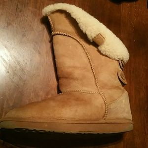 Size 8 Leather Emu Boots